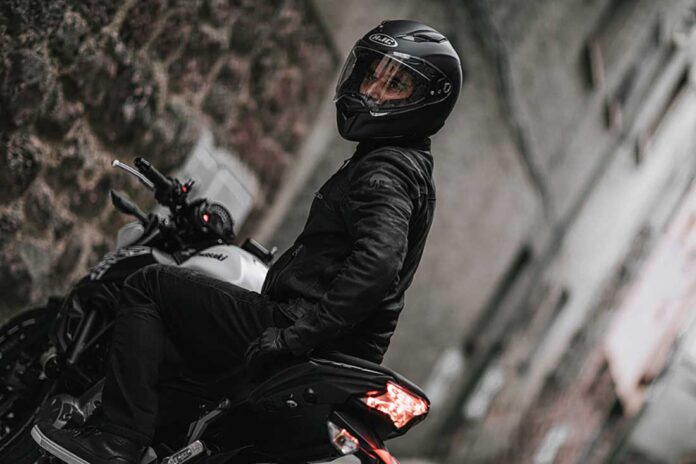hjc f70 motorcycle helmet review