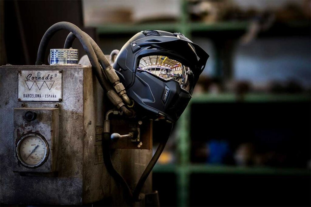 mt streetfighter sv motorcycle helmet